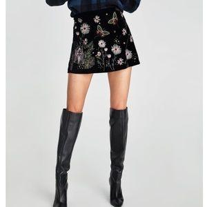 GORGEOUS NWT ZARA Embroidered Velvet Skirt